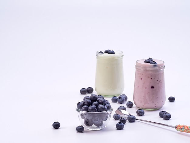 Fresh blueberry yogurt glass Premium Photo