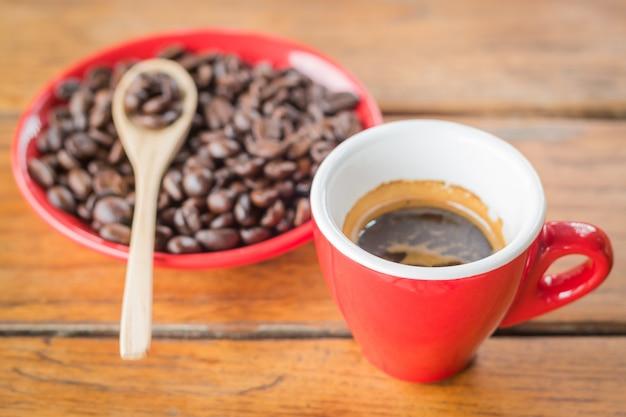 Fresh brewed hot espresso with roasted bean Premium Photo