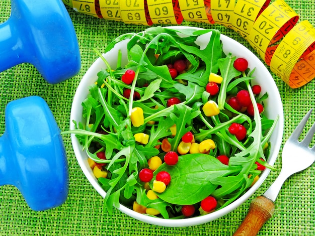 Fresh bright fitness salad with arugula, corn and cranberries Premium Photo