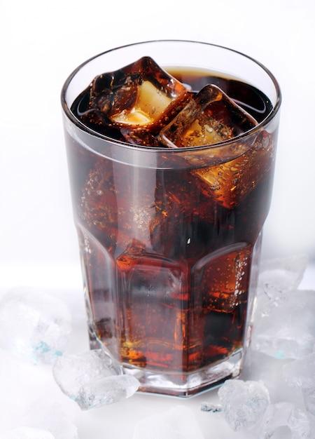 Свежий кола напиток в стакане Бесплатные Фотографии