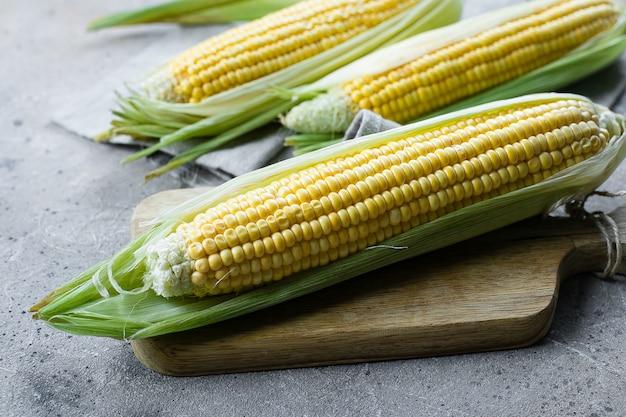 Fresh corn on cobs in a tissue bag Premium Photo