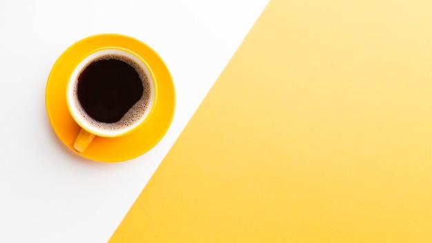 Свежая чашка кофе с копией пространства Premium Фотографии