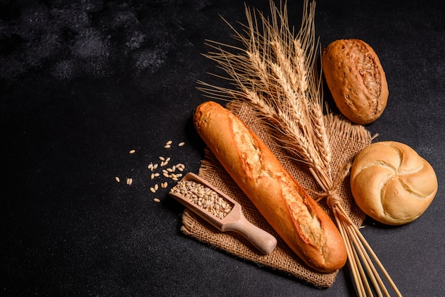 Fresh fragrant bread with grains and cones Premium Photo
