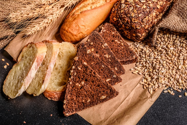 Fresh fragrant bread with grains and cones Premium Photo