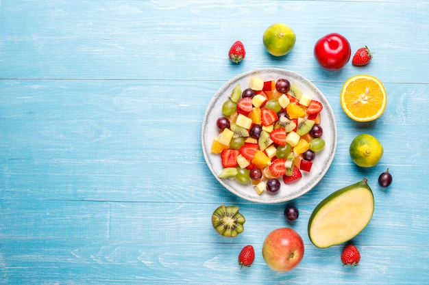 Салат из свежих фруктов и ягод, здоровое питание. Бесплатные Фотографии