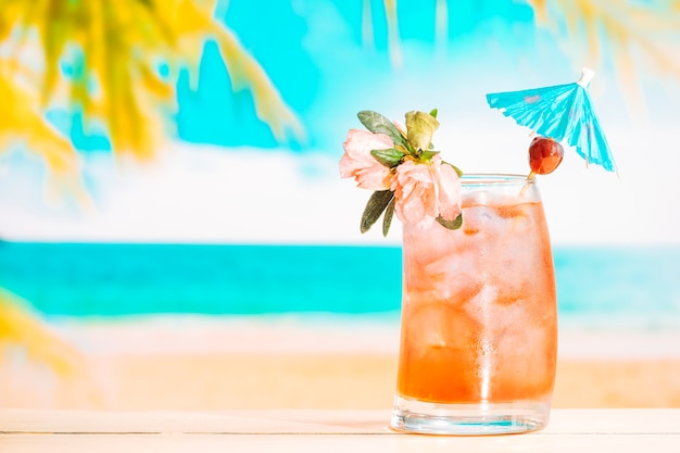 Fresh fruit drink with ice cubes in decorated glass Free Photo