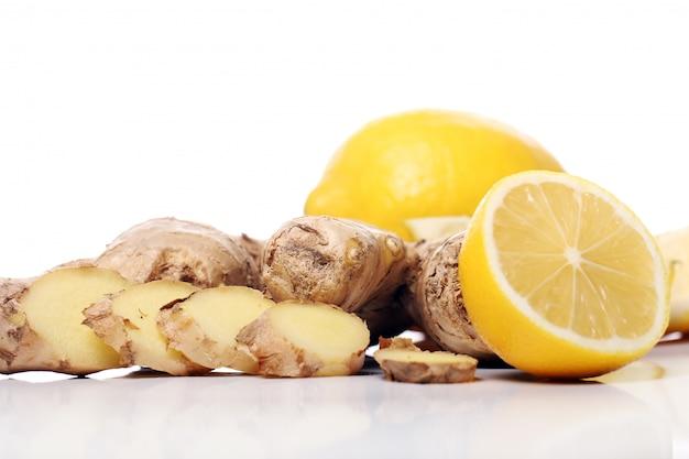Свежий корень имбиря и лимон Бесплатные Фотографии