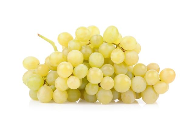 白で分離された新鮮な緑のブドウ 無料写真