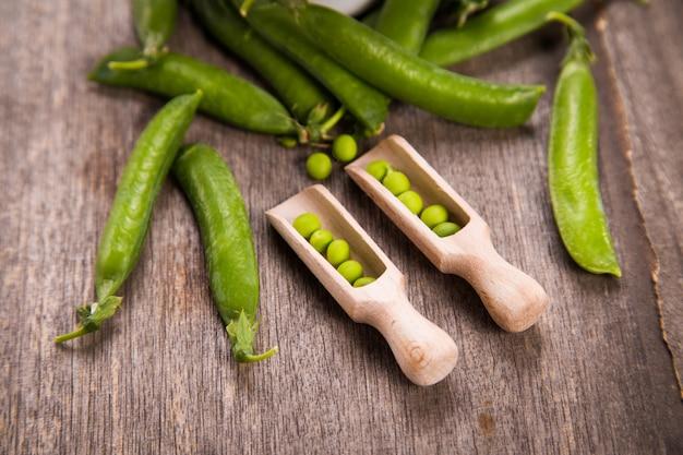 Fresh green peas Premium Photo