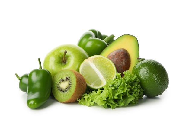 Свежие зеленые овощи и фрукты, изолированные на белом фоне Premium Фотографии