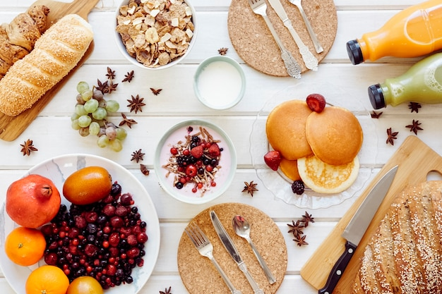Fresh healthy breakfast concept Free Photo