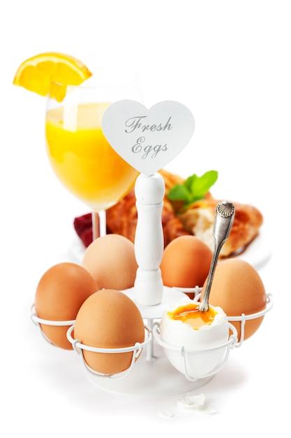 卵と新鮮な健康的な朝食 Premium写真