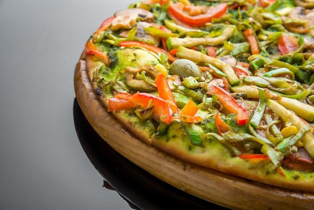 野菜と新鮮な自家製野菜ピザ Premium写真
