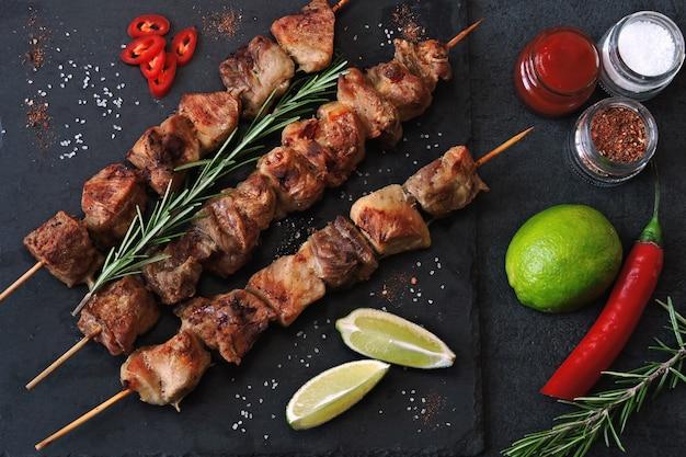 Fresh hot kebab with rosemary, lime and chili Premium Photo