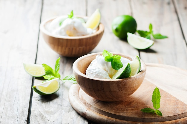Fresh ice'cream with mint and lime Premium Photo
