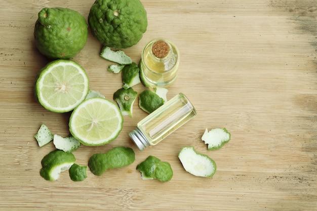 Fresh kaffir lime oil Premium Photo