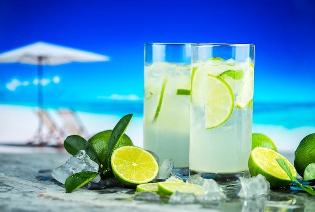 Fresh lime drinks macro shot Free Photo