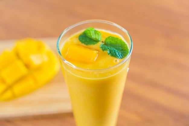 Fresh mango smoothie Free Photo
