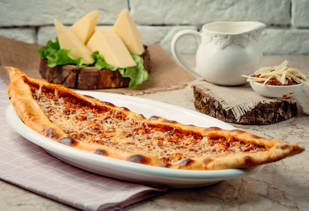 Fresh meat pide in the plate Free Photo