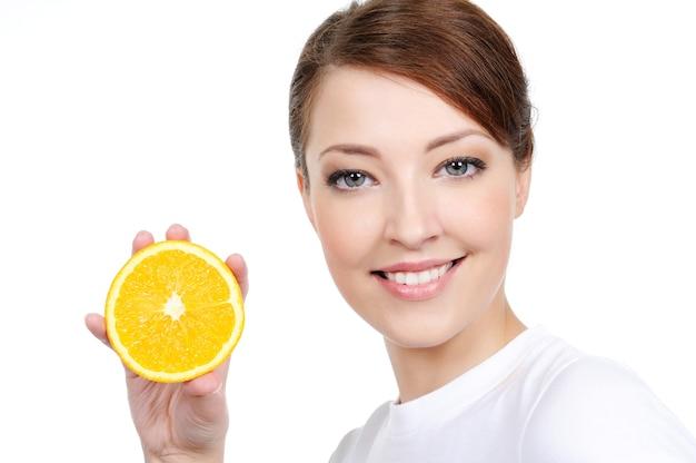 新鮮な果物と白で隔離される顔の美しさ 無料写真