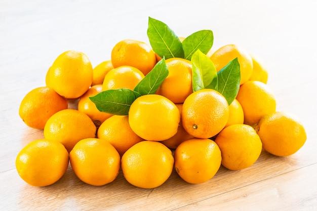 Fresh oranges fruit on table Free Photo