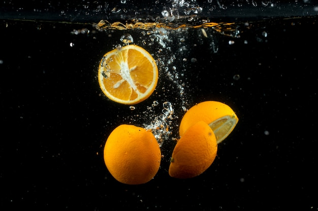 Fresh oranges in the water Free Photo