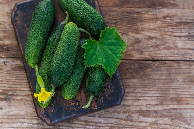 Fresh organic cucumbers Premium Photo
