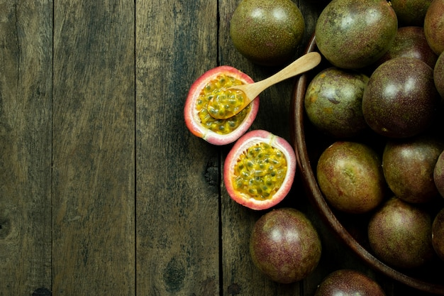 Fresh passion fruit in wood bowl on table copyspace Premium Photo