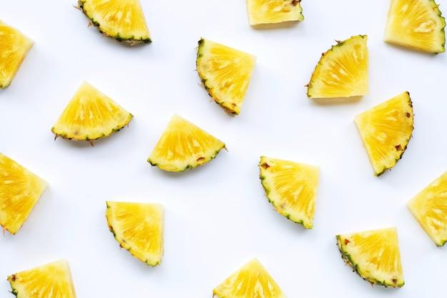 Свежие ломтики ананаса Premium Фотографии