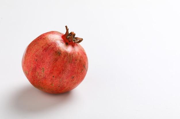 Свежие плоды граната Premium Фотографии
