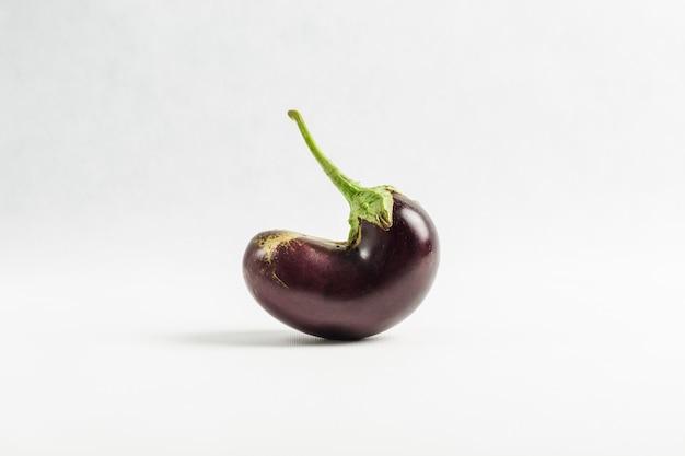 Fresh purple eggplant Premium Photo