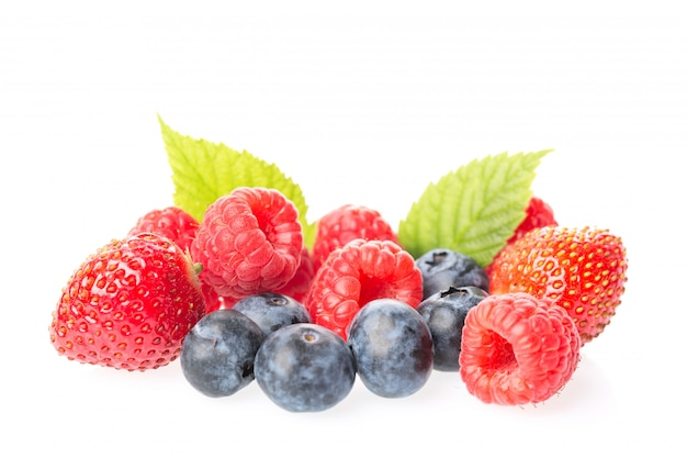 Fresh raspberries, blueberries, blackberries and strawberry with leaves isolated Premium Photo