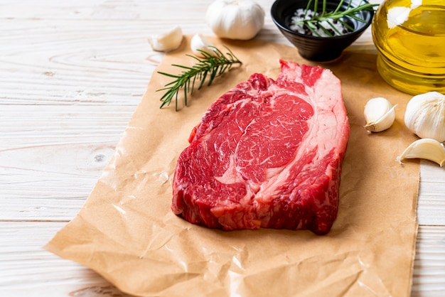 Fresh raw beef steak Premium Photo