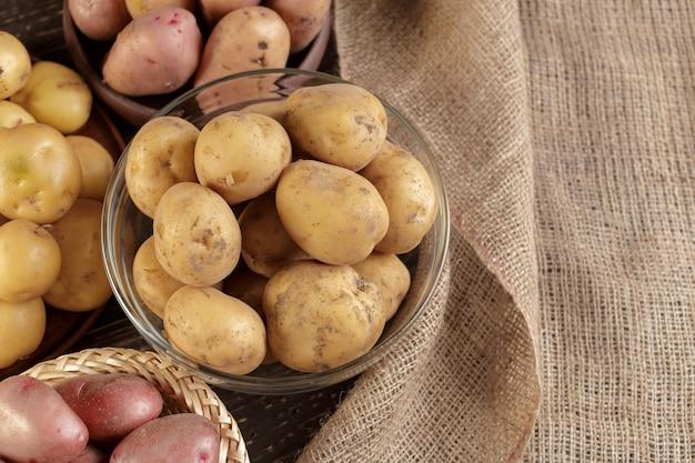 Fresh raw potatoes Premium Photo
