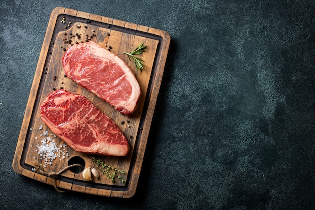 Fresh raw prime black angus beef steaks. Premium Photo