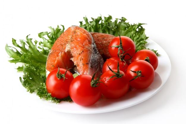 Fresh salmon garnish with salad Free Photo