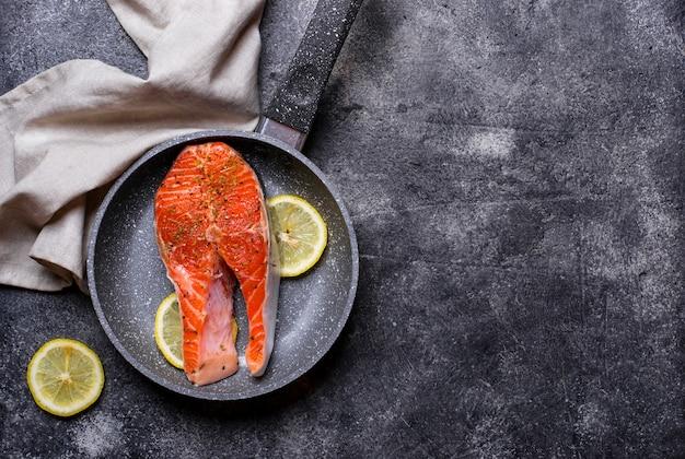 Fresh salmon steak with spices Premium Photo