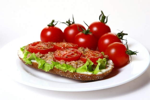 Fresh sanswich with tuna and vegetables Free Photo
