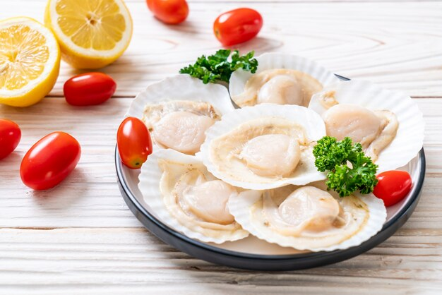 Fresh shell scallops Premium Photo