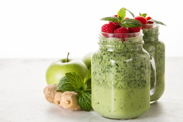 Fresh smoothie with apples and ginger Free Photo