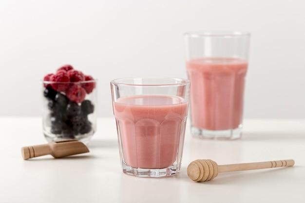 Fresh strawberry smoothie in glasses Free Photo