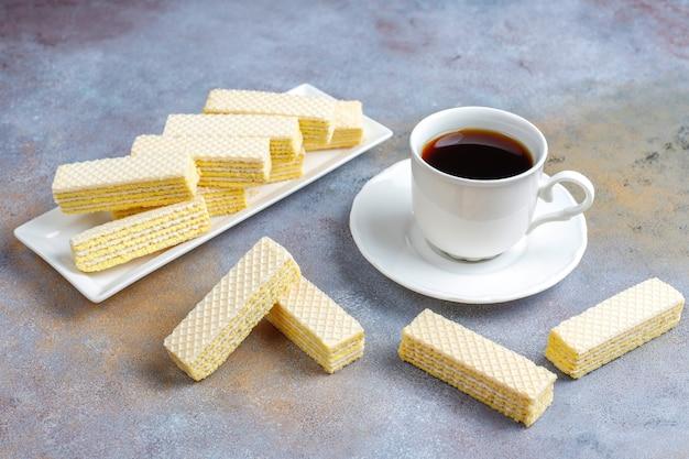 Biscotti dolci freschi della cialda. Foto Gratuite