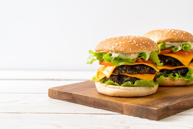 Fresh tasty burger Premium Photo