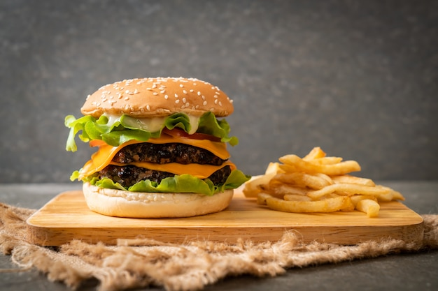 Fresh tasty burger Premium Photo