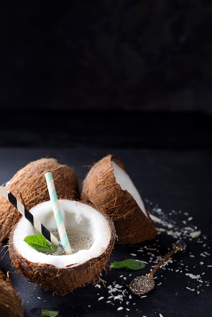 Fresh tropical cocktail Premium Photo