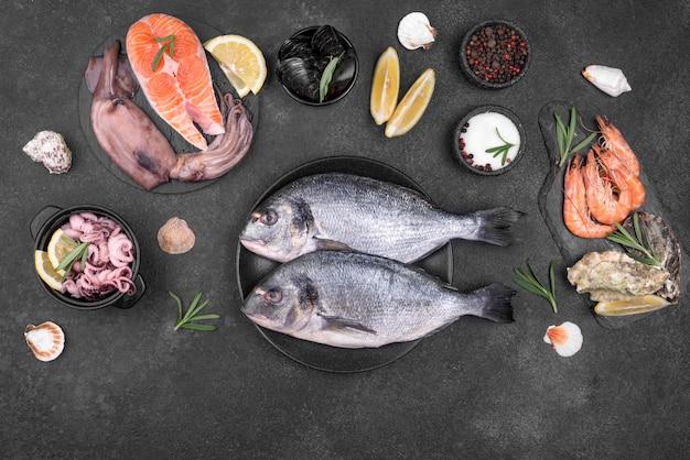 新鮮な生鮮魚と食材 Premium写真