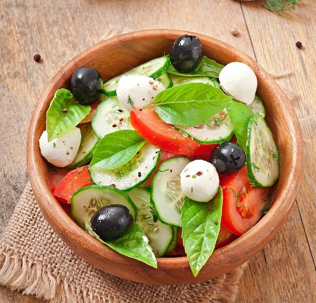 新鮮な野菜のギリシャ風サラダ、クローズアップ 無料写真