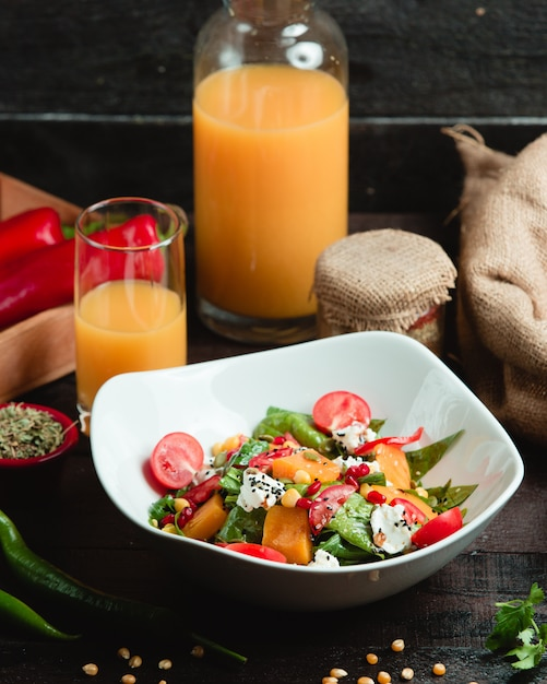 Fresh vegetable salad with white cheese Free Photo