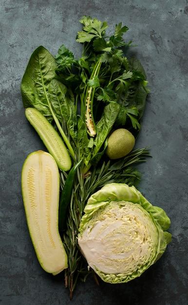 Свежие овощи на фоне штукатурки Бесплатные Фотографии