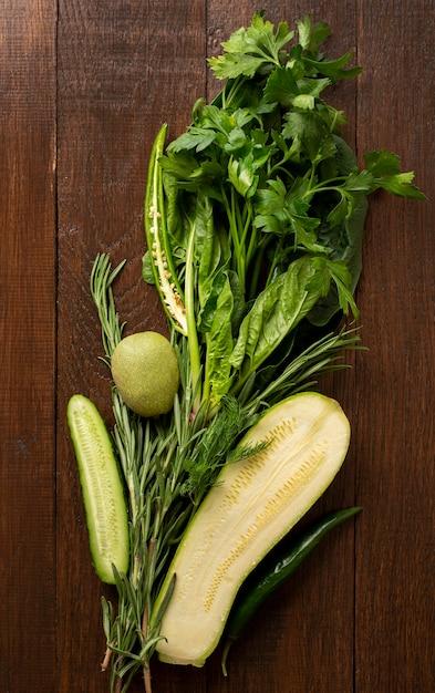 Свежие овощи на деревянных фоне Бесплатные Фотографии